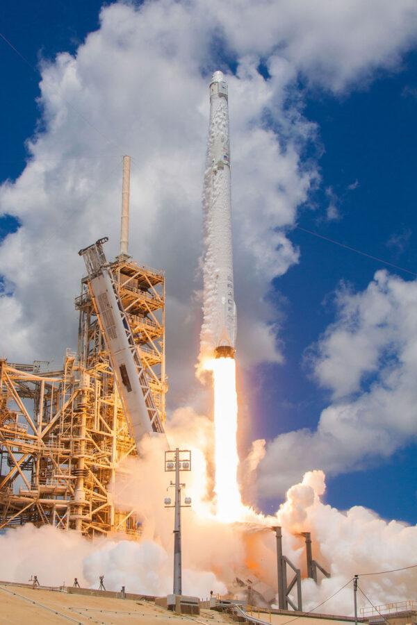 Falcon 9 při této misi poprvé využil první stupeň z řady Block 4.