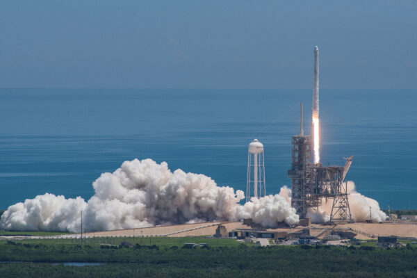 Start Falconu 9 na misi SpaceX CRS-12
