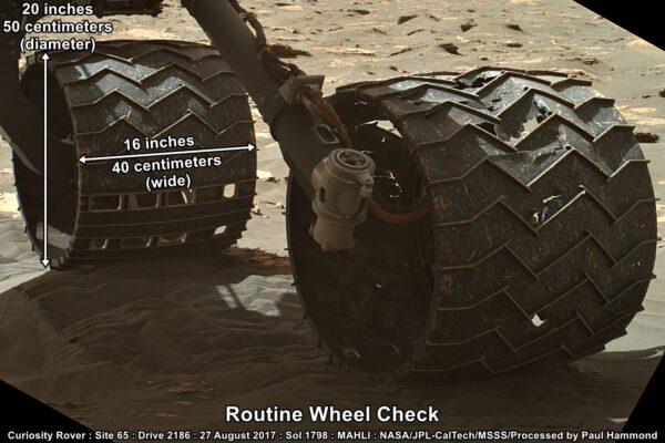 Kola vozítka Curiosity z 27. srpna