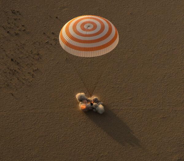 Sojuz MS-04 úspěšně dosedá v Kazachstánu