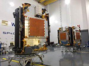 Družice Iridium Next na vypouštěcím adaptéru.