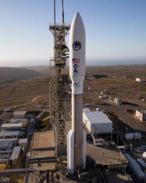 Atlas V 541 čeká na kalifornském kosmodromu na start mise NROL-42.