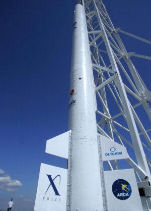 Raketa Demonstrátor 2B před startem 9. září 2004