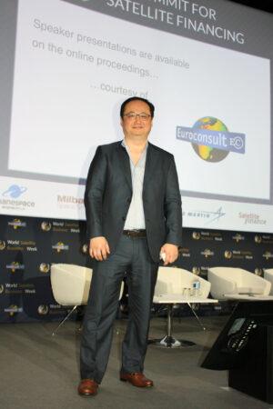 Thos Choi, výkonný ředitel a spoluzakladatel firmy ABS se svými názory na OneWeb a podobné sítě nijak netajil