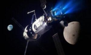 Úplně vlevo loď Orion - uprostřed modul Hab - vpravo modul PPE provádějící zážeh