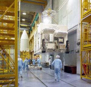 Kontejner ukrývající družici Sentinel-5P na kosmodromu Pleseck.