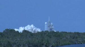 Snímek ze statického zážehu Falconu 9 před misí OTV-5