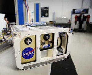 Recyklační jednotka v klasickém NASA kontejneru.