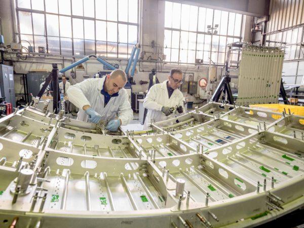 Práce na servisním modulu lodi Orion pro misi EM-2 začaly teprve nedávno.