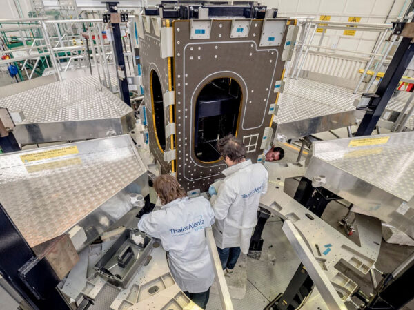 Další pohled na jádro konstrukce servisního modulu pro EM-2.