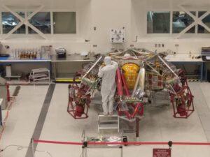 Zařízení Sky Crane při stavbě v JPL