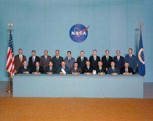 Pátá skupina astronautů (Weitz v zadní řadě, čtvrtý zleva)