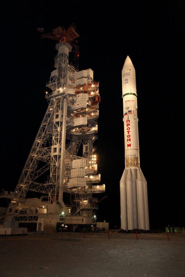 Raketa Proton připravená ke startu