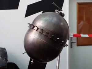 V současné době používané titanové nádrže pro horní stupeň rakety Vega.