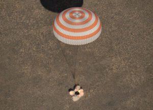 Přistání Sojuzu MS-02.