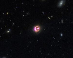 Supermasivní černá díra uvnitř kvazaru RX J1131-1231 rotuje spolovinou rychlosti světla