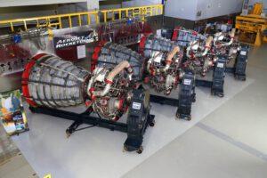 Čtyři motory RS-25 určené pro SLS na misi EM-1