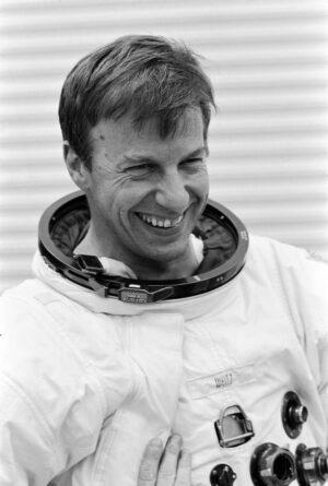 Paul J. Weitz (1932-2017)