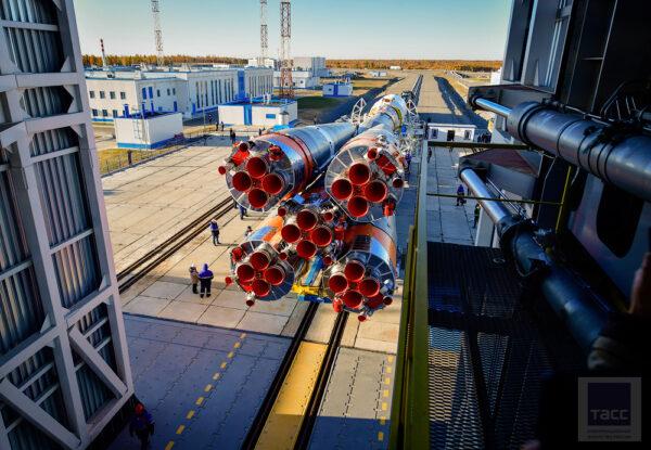 Vývoz rakety na rampu trval více než hodinu.
