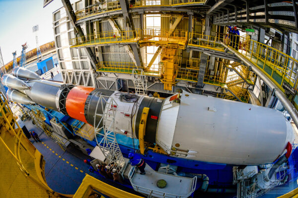 Raketa Sojuz 2-1 byla speciálně pro starty z Vostočného modernizována. Konkrétně jsou na raketě umístěny speciální odvody par kapalného kyslíku, které je svedou mimo servisní věž.