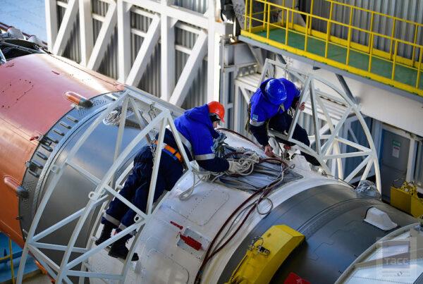 Vylepšením prošel také řídící počítač, který se stal menším a výkonnějším. Díky této modernizaci došlo k výraznému zkrácení rozvodů kabelové sítě řídicího systému. Nové chemické baterie v raketě jsou pak mnohem lépe připraveny k použití, jelikož nevyžadují nabíjecí stanici.