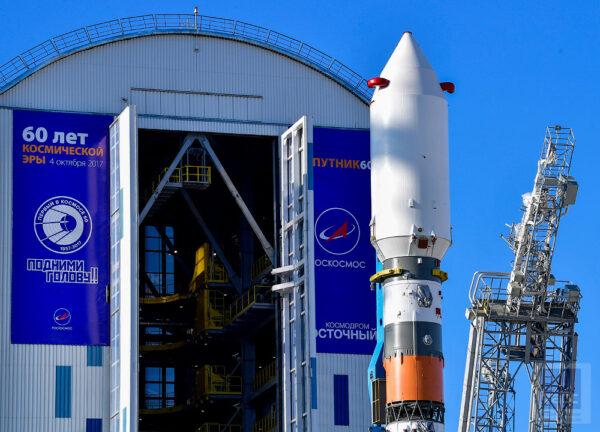 Během více než rok trvající přestavby prováděli odborníci z agentury Roskosmos úpravy pro horní stupeň Fregat nejen na startovní rampě, ale také v hale MIK.