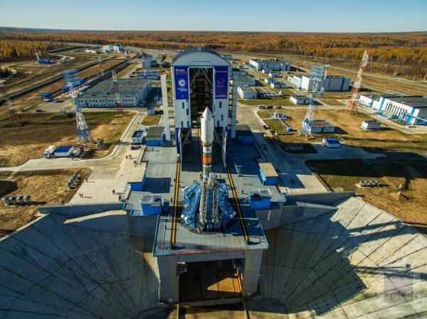 Během příprav rakety na start pracuje na Sojuzu více než 500 specialistů. Mezi nimi je více než 40 lidí z Amurské oblasti.
