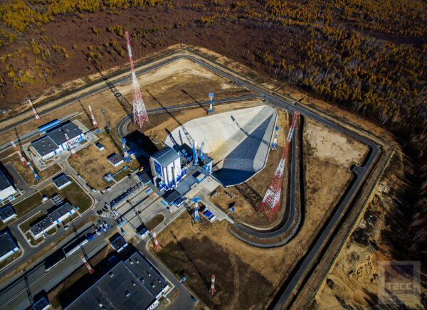 Ve srovnání s jinými mobilními servisními věžemi v Rusku umožňuje ta na Vostočném pracovat ve větším komfortu – tedy bez přítomnosti větru a deště.