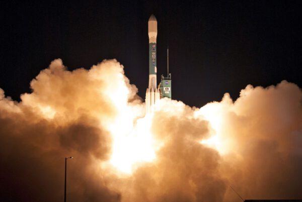 Delta II startuje