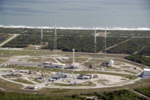 Letecký pohled na rampu 40 před havárií v září 2016.