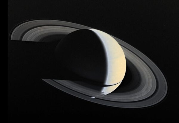 Saturn 16. 11. 1980 z Voyageru 1. Foto: NASA/JPL/USGS