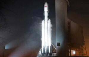 Falcon Heavy na startovní rampě - zatím jen jako vizualizace.