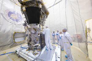 Parker Solar Probe před akustickými zkouškami.