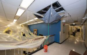 Hurikán Harvey poškodil i některé budovy Johnsonova střediska. Kryogenní zkoušky JWST se však přerušovat nemusely.