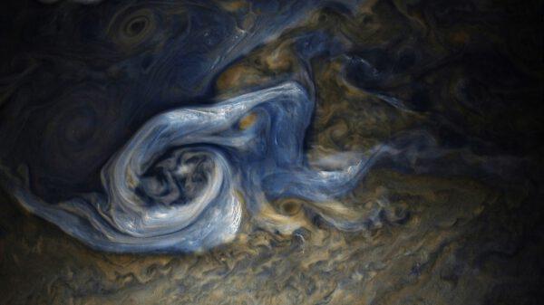 Oblaka Jupiteru zachycená sondou Juno