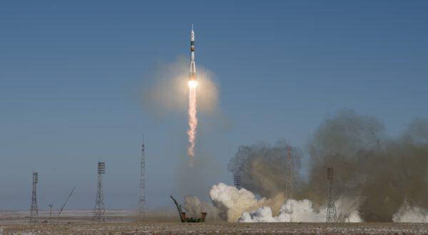 Sojuz vynáší kosmickou loď Sojuz MS-07