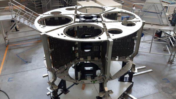 Servisní modul lodi Orion pro misi EM-2 v listopadu 2017.