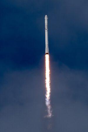 Třetího června 2017 startoval první stupeň číslo 35 poprvé a vynášel komickou loď Dragon na misi SpaceX CRS-11.