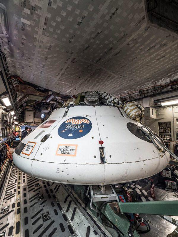 Maketa Orionu uvnitř letounu C-17