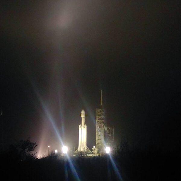 Falcon Heavy na rampě 39A během prvního vývozu
