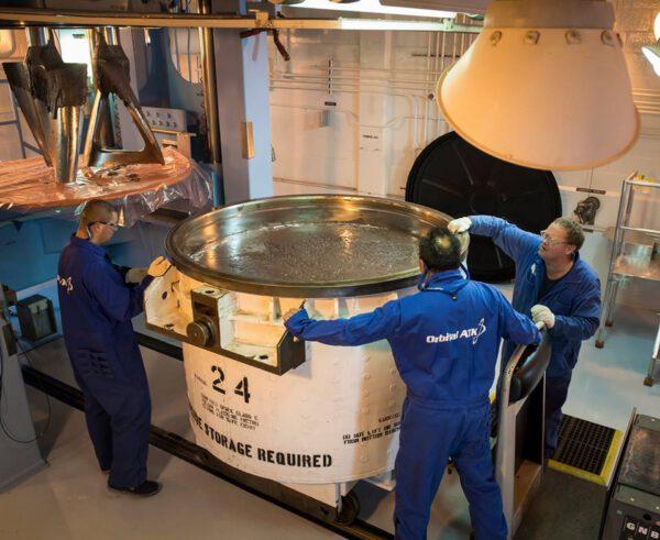 V Orbital ATK bylo v prosinci 2017 dokončeno plnění paliva do šestého z deseti palivových segmentů vzletových stupňů SRB rakety SLS pro EM-2. K naplnění jednoho segmentu je potřeba 40 těchto mís.