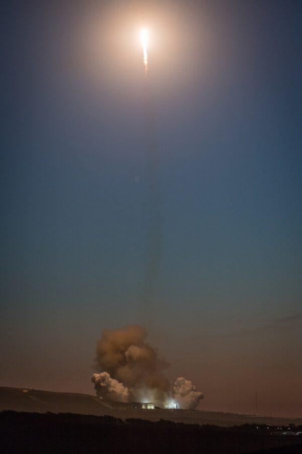 Falcon 9 vzlétá nad Kalifornií