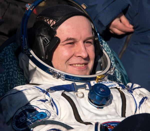 Sergej Rjazanskij po přistání Sojuzu MS-05
