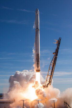 Falcon 9 startuje z rampy SLC-40