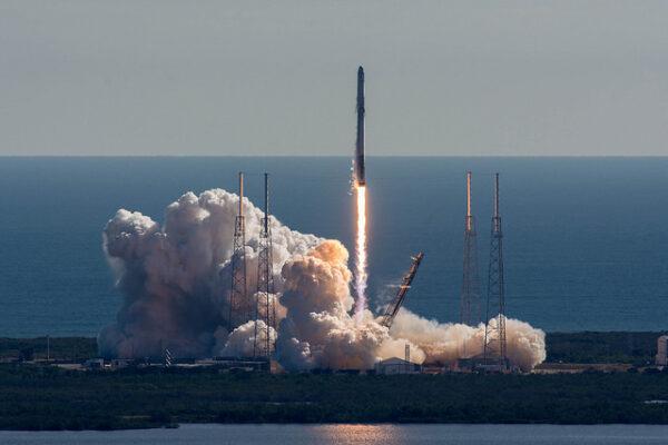 Start Falconu 9 z rampy SLC-40 s již jednou použitým prvním stupněm