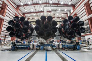 Pohled na motorovou sekci prvního Falconu Heavy.
