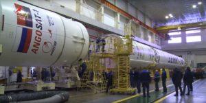 Spojování prvního a druhého stupně Zenitu s horní částí rakety