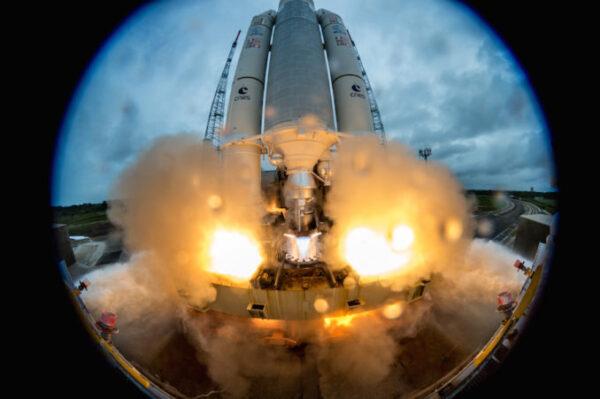 Ariane 5 vynáší čtyři družice Galileo