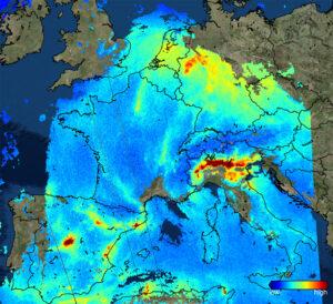 Koncentrace oxidu dusičitého nad Evropou, jak ji 22. listopadu nasnímal Sentinel 5P