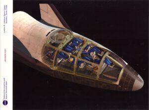 Koncept X-38 (CRV), na kterém lze vidět plánované uspořádání interierů. Z obrázku je také velmi dobře patrné, že CRV není raketoplán, za který je někdy mylně považován, ale jedná se o vztlakové těleso.